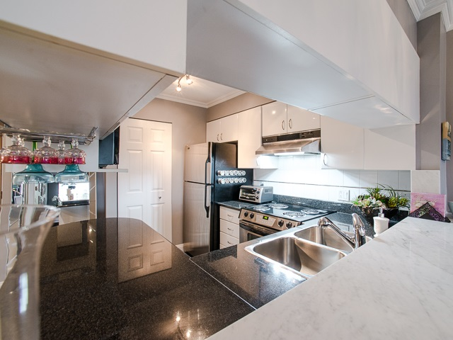 "Photo 2: 303 1226 HAMILTON Street in Vancouver: Yaletown Condo for sale in ""GREENWICH PLACE"" (Vancouver West)  : MLS® # R2056690"