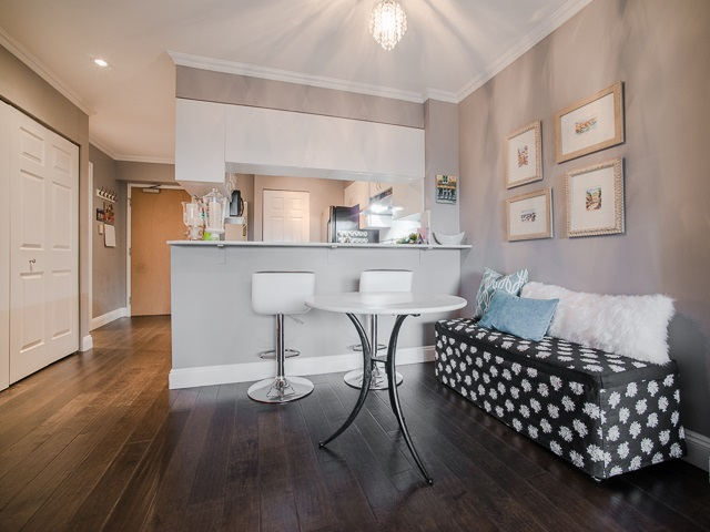 "Photo 3: 303 1226 HAMILTON Street in Vancouver: Yaletown Condo for sale in ""GREENWICH PLACE"" (Vancouver West)  : MLS® # R2056690"