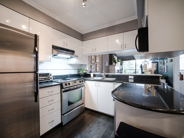 "Main Photo: 303 1226 HAMILTON Street in Vancouver: Yaletown Condo for sale in ""GREENWICH PLACE"" (Vancouver West)  : MLS® # R2056690"