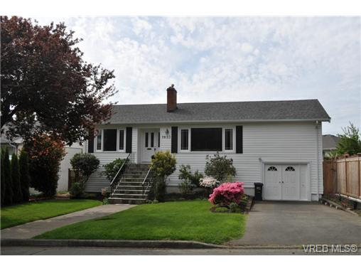 Main Photo: 1833 Gonzales Avenue in VICTORIA: Vi Fairfield East Single Family Detached for sale (Victoria)  : MLS® # 364321