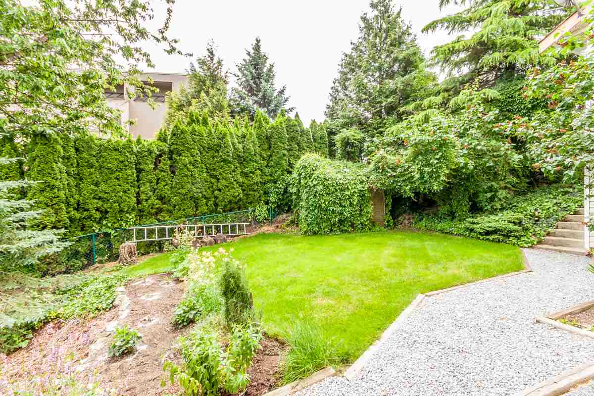"Photo 15: 2428 MOUNTAIN Drive in Abbotsford: Abbotsford East House for sale in ""EAST ABBOTSFORD"" : MLS® # R2075887"