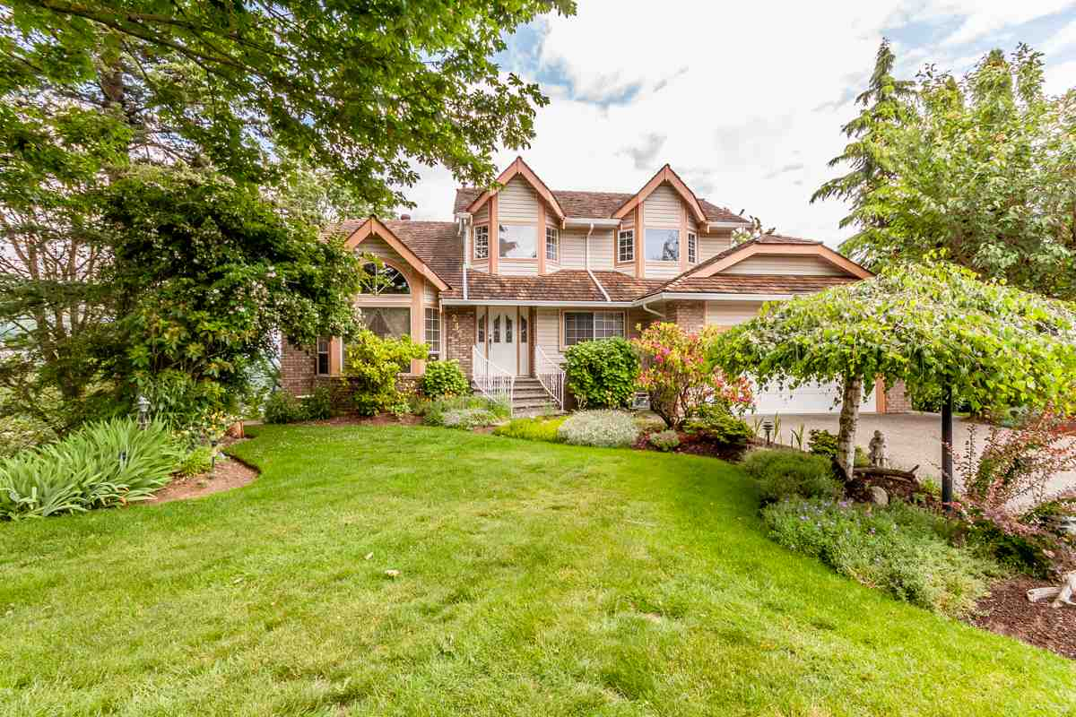 "Main Photo: 2428 MOUNTAIN Drive in Abbotsford: Abbotsford East House for sale in ""EAST ABBOTSFORD"" : MLS® # R2075887"