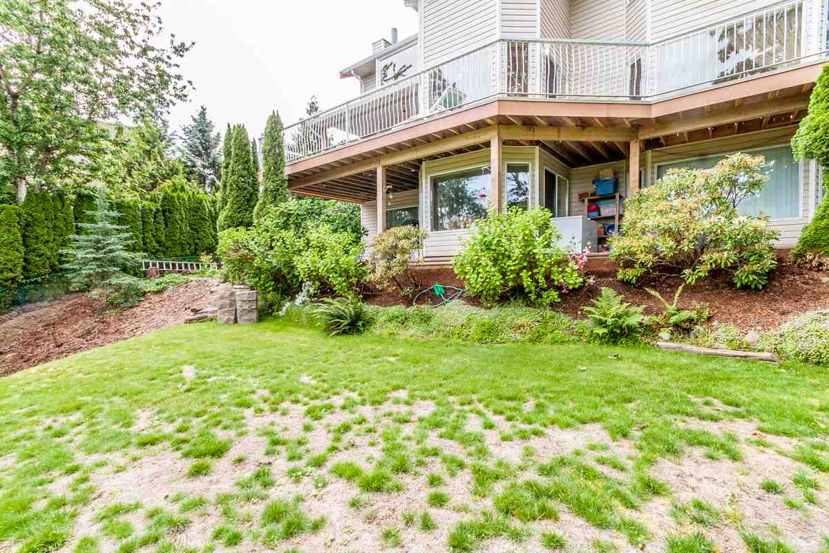 "Photo 16: 2428 MOUNTAIN Drive in Abbotsford: Abbotsford East House for sale in ""EAST ABBOTSFORD"" : MLS® # R2075887"