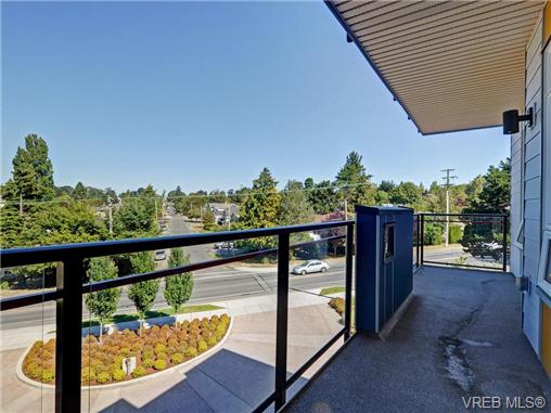 Photo 5: 401 935 Cloverdale Avenue in VICTORIA: SE Quadra Condo Apartment for sale (Saanich East)  : MLS® # 368074
