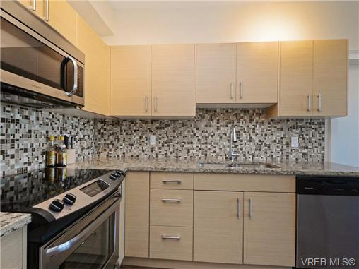 Photo 6: 401 935 Cloverdale Avenue in VICTORIA: SE Quadra Condo Apartment for sale (Saanich East)  : MLS® # 368074