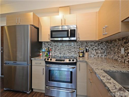 Photo 7: 401 935 Cloverdale Avenue in VICTORIA: SE Quadra Condo Apartment for sale (Saanich East)  : MLS® # 368074