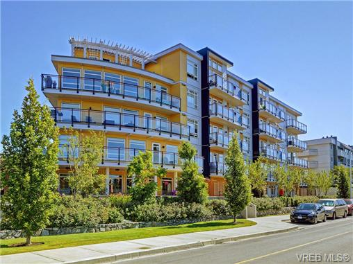 Photo 3: 401 935 Cloverdale Avenue in VICTORIA: SE Quadra Condo Apartment for sale (Saanich East)  : MLS® # 368074