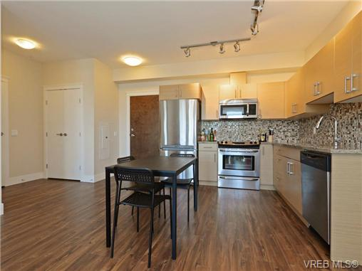 Photo 8: 401 935 Cloverdale Avenue in VICTORIA: SE Quadra Condo Apartment for sale (Saanich East)  : MLS® # 368074