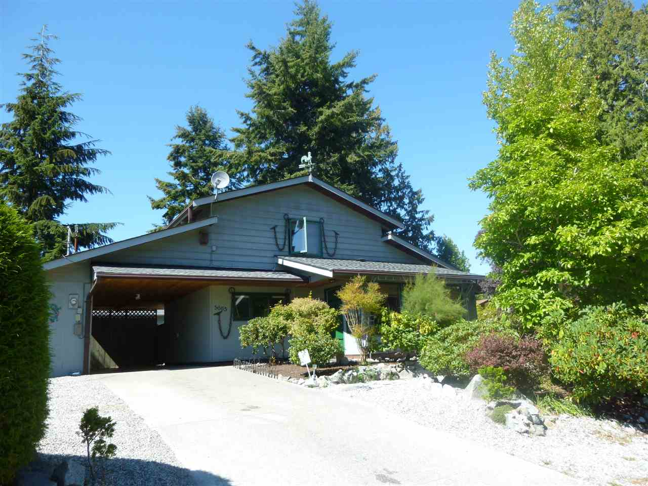 "Photo 1:  in Sechelt: Sechelt District House for sale in ""SECHELT"" (Sunshine Coast)  : MLS® # R2101936"
