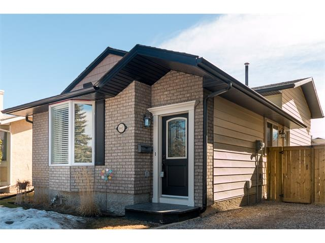 Main Photo: 987 WOODVIEW Crescent SW in Calgary: Woodlands House for sale : MLS(r) # C4105700