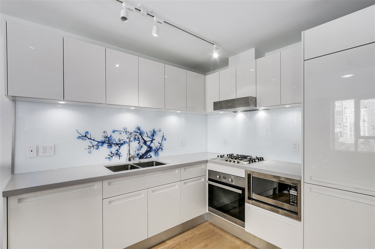 "Photo 3: 1003 188 KEEFER Street in Vancouver: Downtown VE Condo for sale in ""188 KEEFER BY WEST BANK"" (Vancouver East)  : MLS(r) # R2178974"