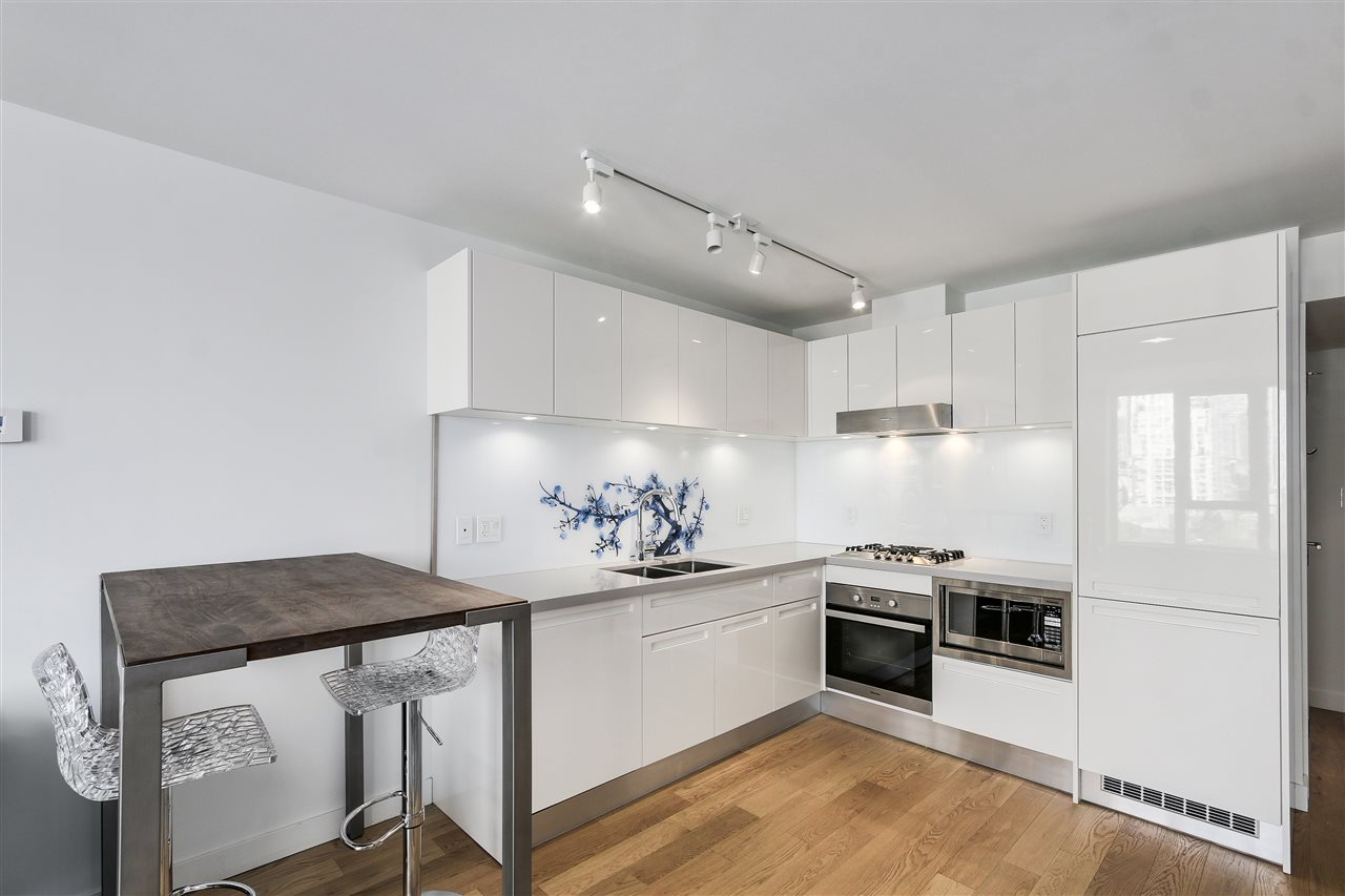 "Photo 5: 1003 188 KEEFER Street in Vancouver: Downtown VE Condo for sale in ""188 KEEFER BY WEST BANK"" (Vancouver East)  : MLS(r) # R2178974"