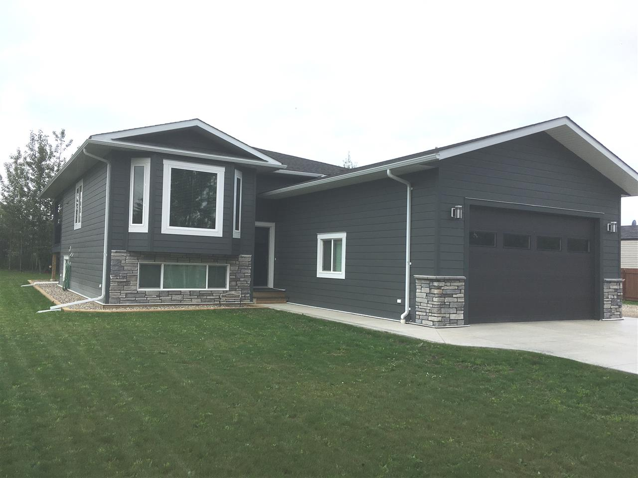 Main Photo: 9337 120 Avenue in Fort St. John: Fort St. John - Rural E 100th House for sale (Fort St. John (Zone 60))  : MLS® # R2190081