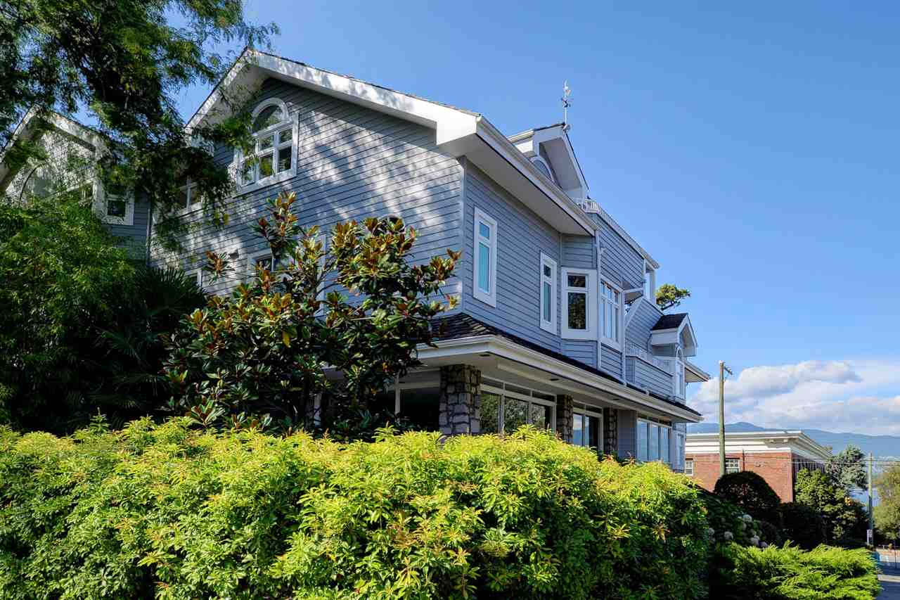 Main Photo: 2315 YORK AVENUE in Vancouver: Kitsilano Townhouse for sale (Vancouver West)  : MLS® # R2202373