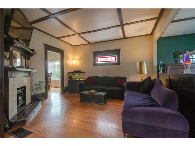 Photo 2: 2622 CLARK Drive in Vancouver: Grandview VE House for sale (Vancouver East)  : MLS® # V1055400