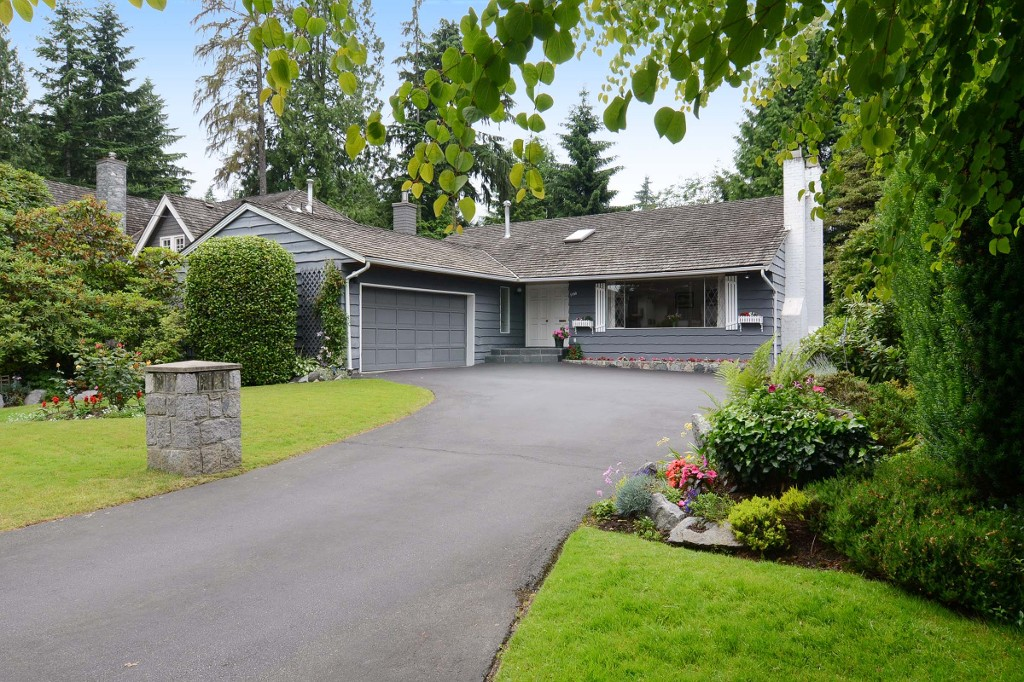 Main Photo: 1160 TALL TREE Lane in North Vancouver: Capilano NV House for sale : MLS® # V1071968
