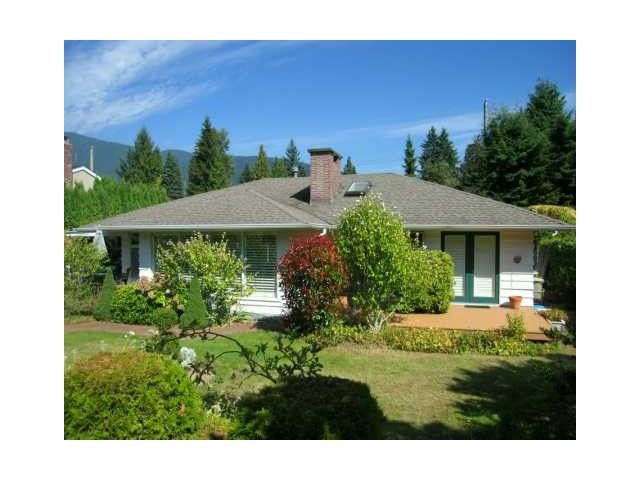 Main Photo: 2844 CRESCENTVIEW Drive in North Vancouver: Edgemont House for sale : MLS® # V1114815