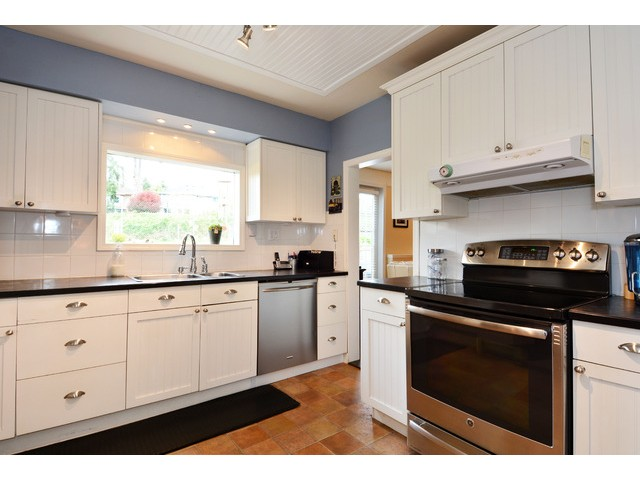 "Photo 8: 12355 NEW MCLELLAN Road in Surrey: Panorama Ridge House for sale in ""Panorama Ridge"" : MLS® # F1437155"