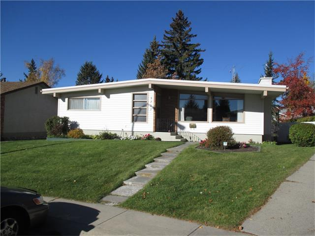 Main Photo: 5707 LAWSON Place SW in Calgary: Lakeview House for sale : MLS® # C4034051