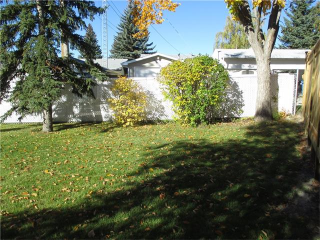 Photo 4: 5707 LAWSON Place SW in Calgary: Lakeview House for sale : MLS® # C4034051