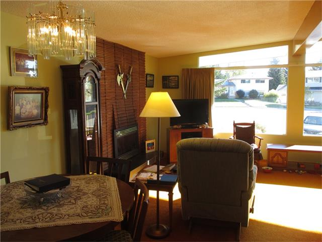 Photo 12: 5707 LAWSON Place SW in Calgary: Lakeview House for sale : MLS® # C4034051