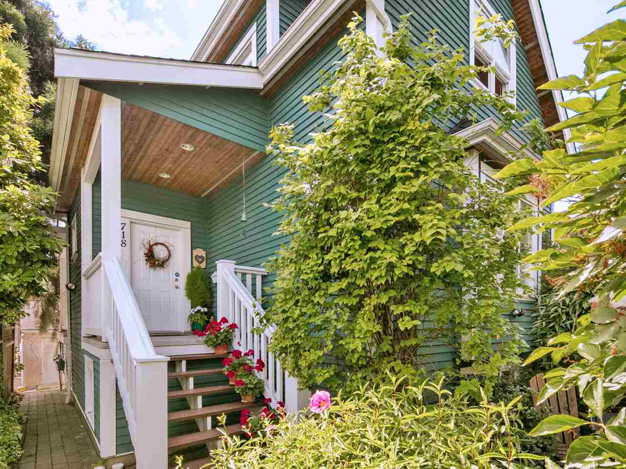 Main Photo: 718 UNION Street in Vancouver: Mount Pleasant VE Townhouse for sale (Vancouver East)  : MLS(r) # R2092007