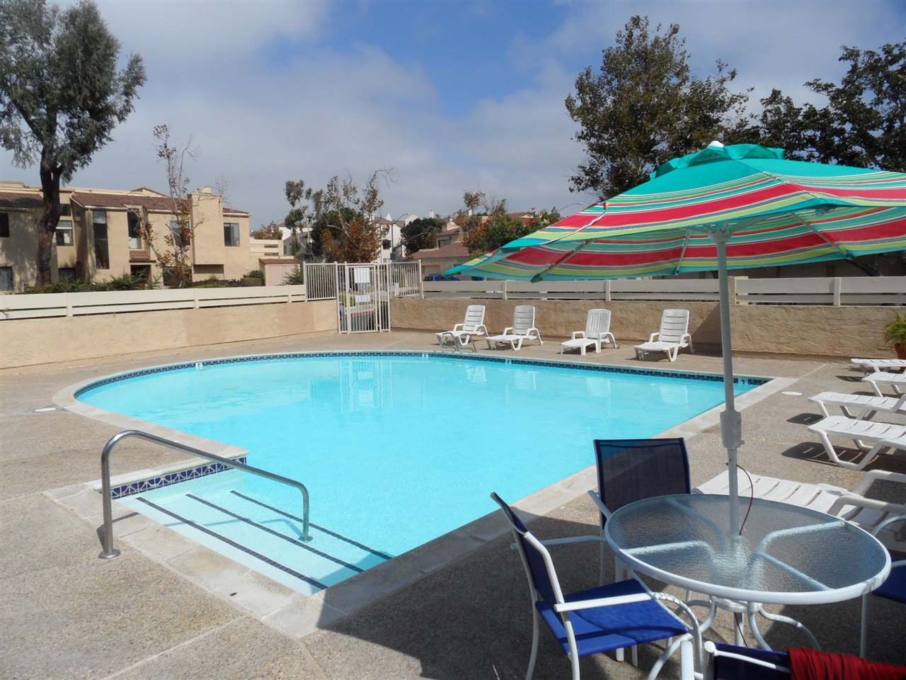 Main Photo: UNIVERSITY CITY Condo for sale : 3 bedrooms : 7979 Caminitio Dia #3 in San Diego