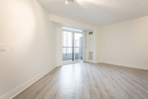 Photo 2: 829 15 Northtown Way in Toronto: Willowdale East Condo for sale (Toronto C14)  : MLS® # C3620934