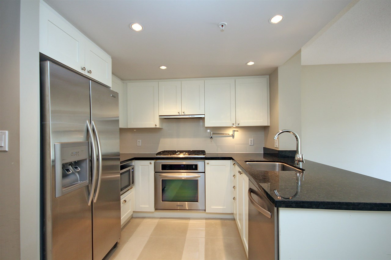 "Photo 3: 208 9373 HEMLOCK Drive in Richmond: McLennan North Condo for sale in ""MANDALAY"" : MLS® # R2138369"