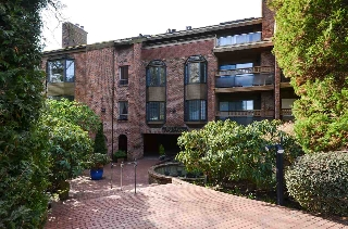 "Main Photo: 204 2320 W 40TH Avenue in Vancouver: Kerrisdale Condo for sale in ""MANOR GARDENS"" (Vancouver West)  : MLS(r) # R2142055"
