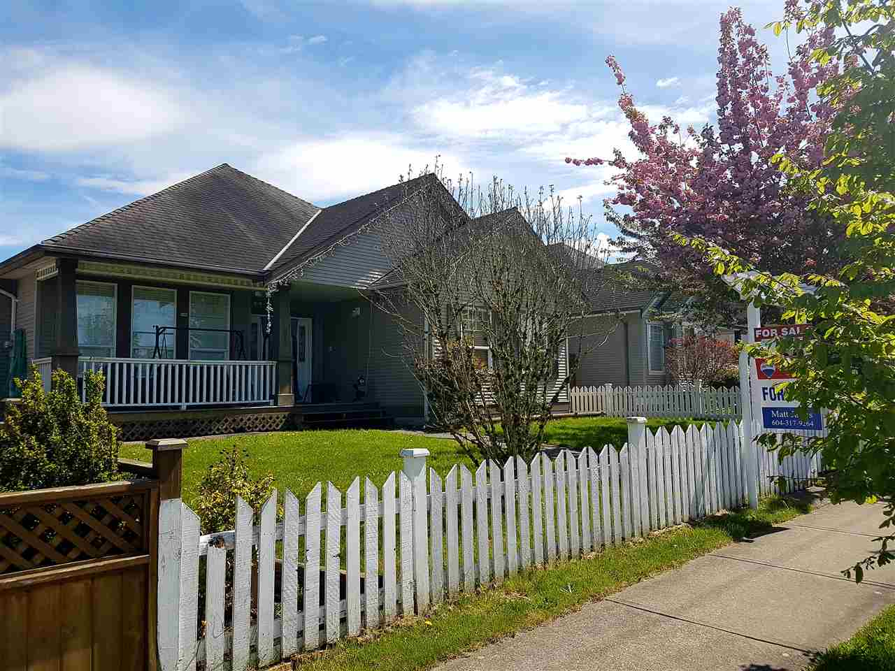 Main Photo: 6852 184 Street in Surrey: Cloverdale BC House for sale (Cloverdale)  : MLS(r) # R2163014