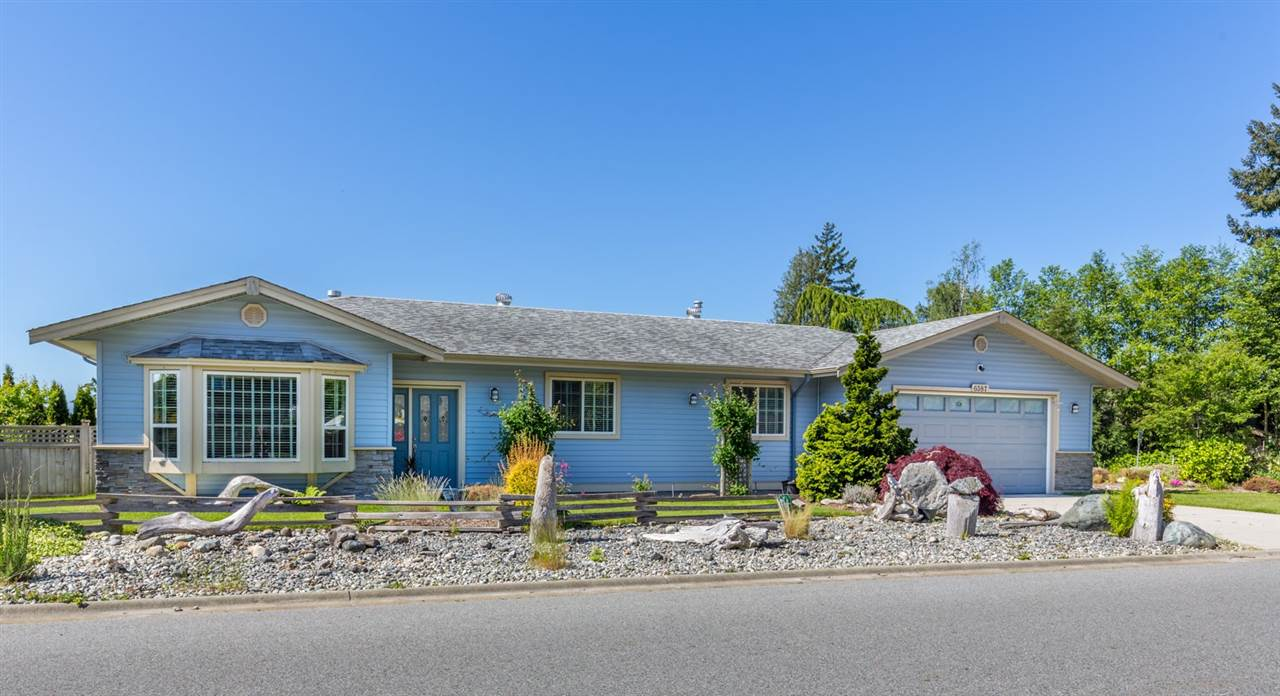 "Main Photo: 6387 SAMRON Road in Sechelt: Sechelt District House for sale in ""WEST SECHELT"" (Sunshine Coast)  : MLS® # R2163936"