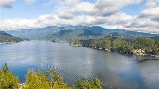 Main Photo: 1672 ROXBURY Place in North Vancouver: Deep Cove House for sale : MLS® # R2184545