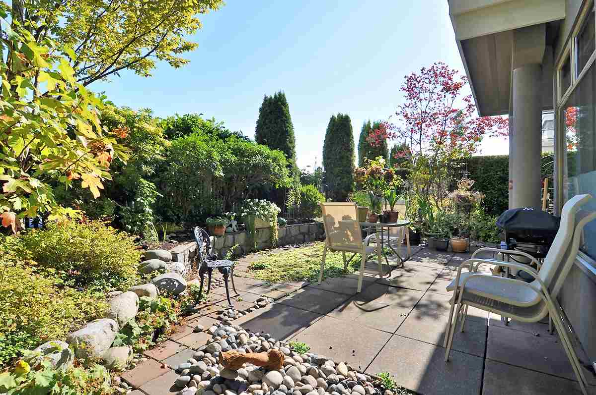 "Main Photo: 206 1765 MARINE Drive in West Vancouver: Ambleside Condo for sale in ""Hampton Court"" : MLS(r) # R2190616"