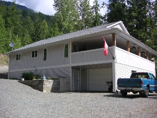 Main Photo: 8682 Penwith Way in St Ives: North Shuswap House for sale (Shuswap)  : MLS®# 10162657