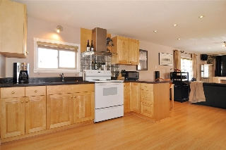 "Main Photo: 278 201 CAYER Street in Coquitlam: Maillardville Manufactured Home for sale in ""WILDWOOD PARK"" : MLS® # R2206930"