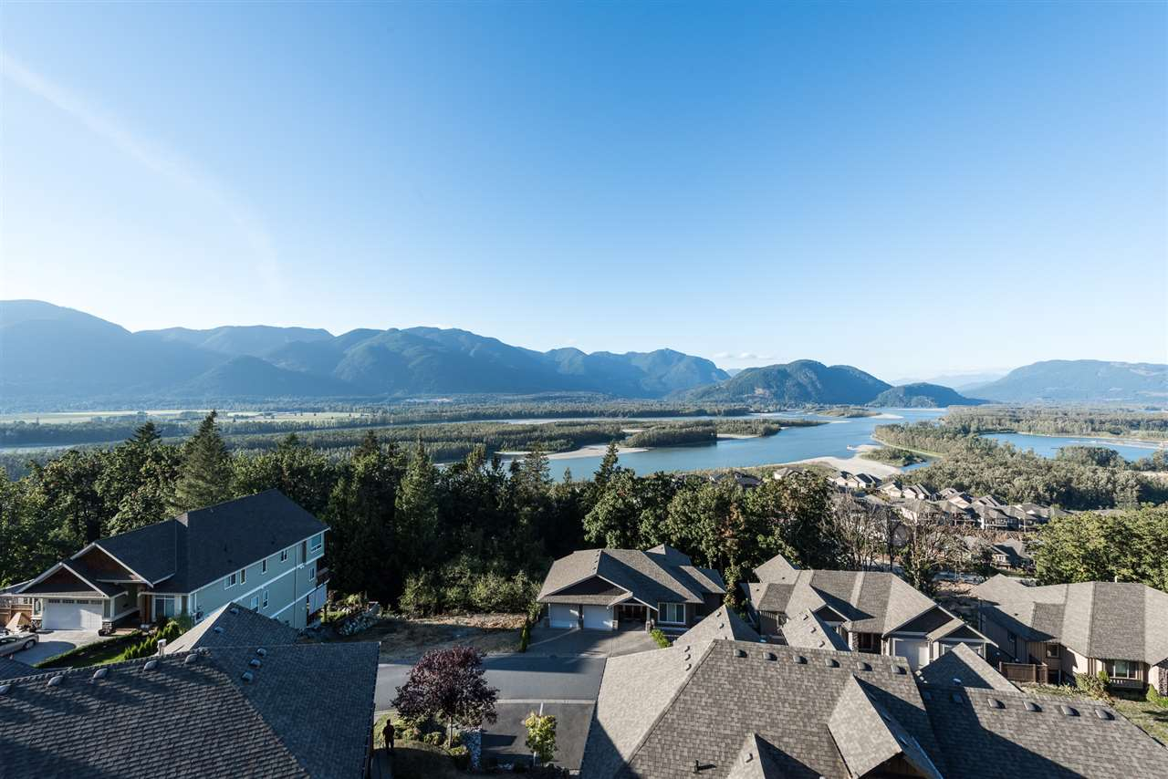 "Main Photo: 13 43540 ALAMEDA Drive in Chilliwack: Chilliwack Mountain Townhouse for sale in ""RETRIEVER RIDGE"" : MLS® # R2207854"