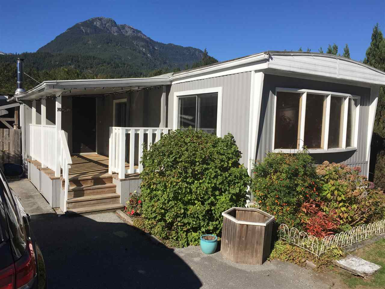 "Main Photo: 10 40157 GOVERNMENT Road in Squamish: Garibaldi Highlands Manufactured Home for sale in ""SPIRAL TRAILER PARK"" : MLS® # R2212907"