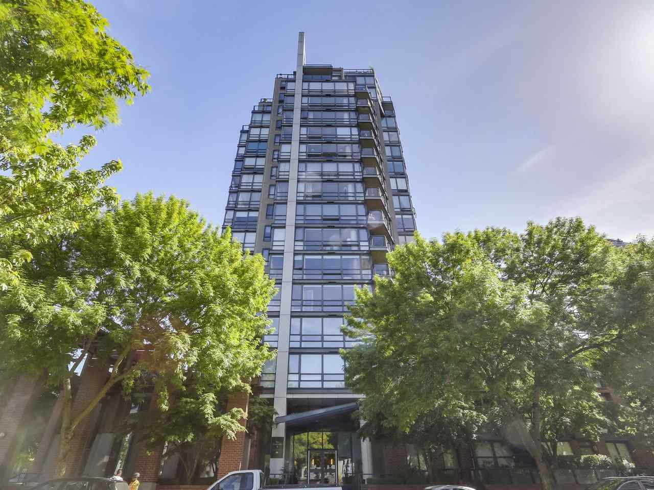 "Main Photo: 6E 139 DRAKE Street in Vancouver: Yaletown Condo for sale in ""Concordia II"" (Vancouver West)  : MLS®# R2269150"