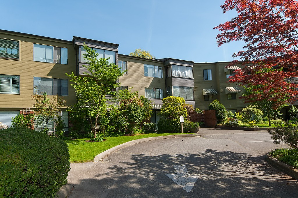 "Main Photo: 203 2298 MCBAIN Avenue in Vancouver: Quilchena Condo for sale in ""Arbutus Village"" (Vancouver West)  : MLS(r) # R2060838"