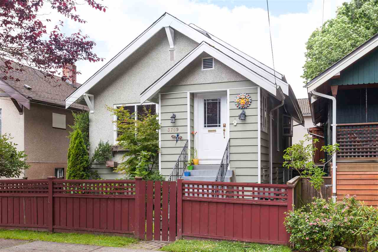 "Photo 1: 3709 WINDSOR Street in Vancouver: Fraser VE House for sale in ""CEDAR COTTAGE"" (Vancouver East)  : MLS® # R2087018"