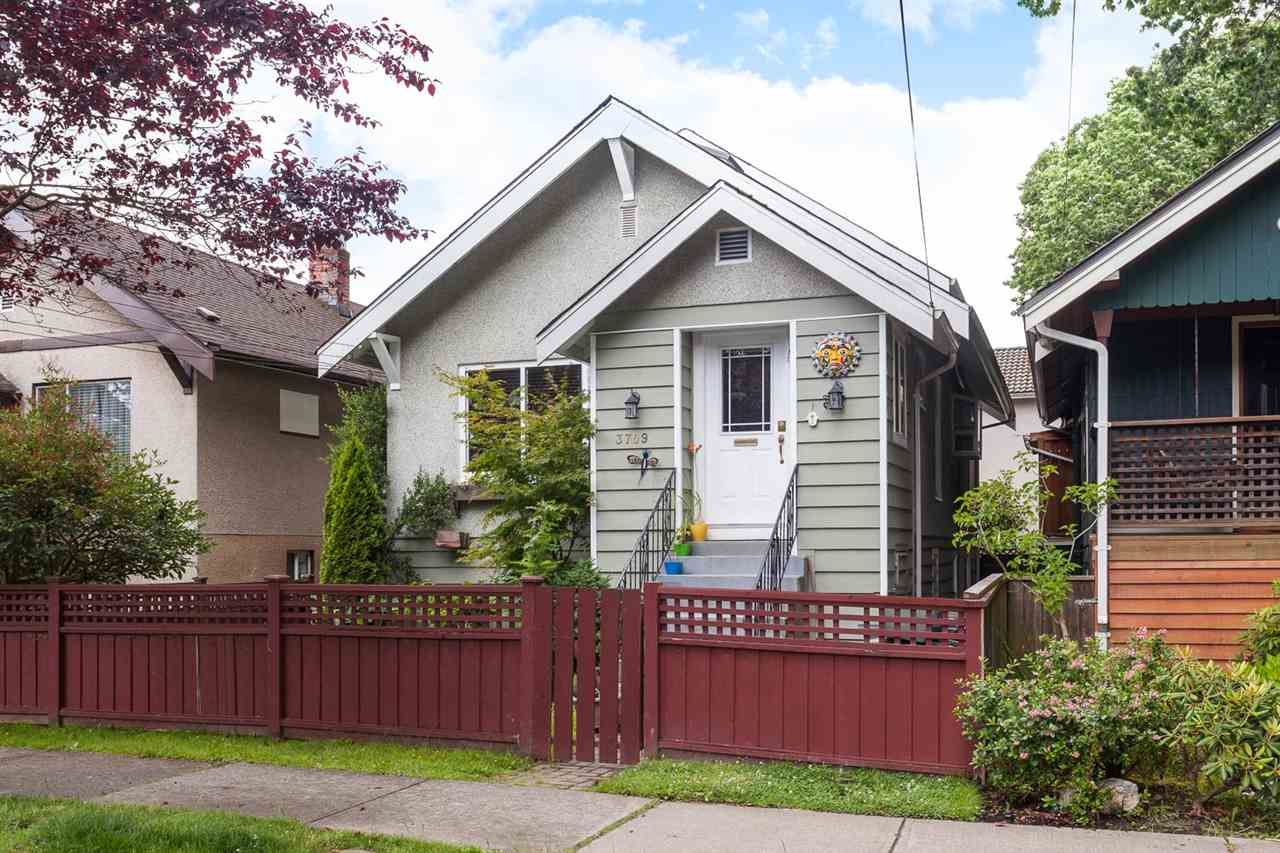 "Photo 19: 3709 WINDSOR Street in Vancouver: Fraser VE House for sale in ""CEDAR COTTAGE"" (Vancouver East)  : MLS® # R2087018"