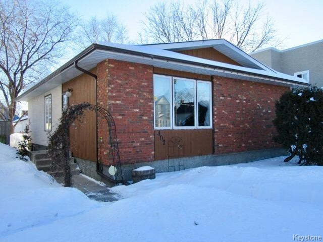 Main Photo: 402 Desautels Street in Winnipeg: St Boniface Residential for sale (2A)  : MLS® # 1702977