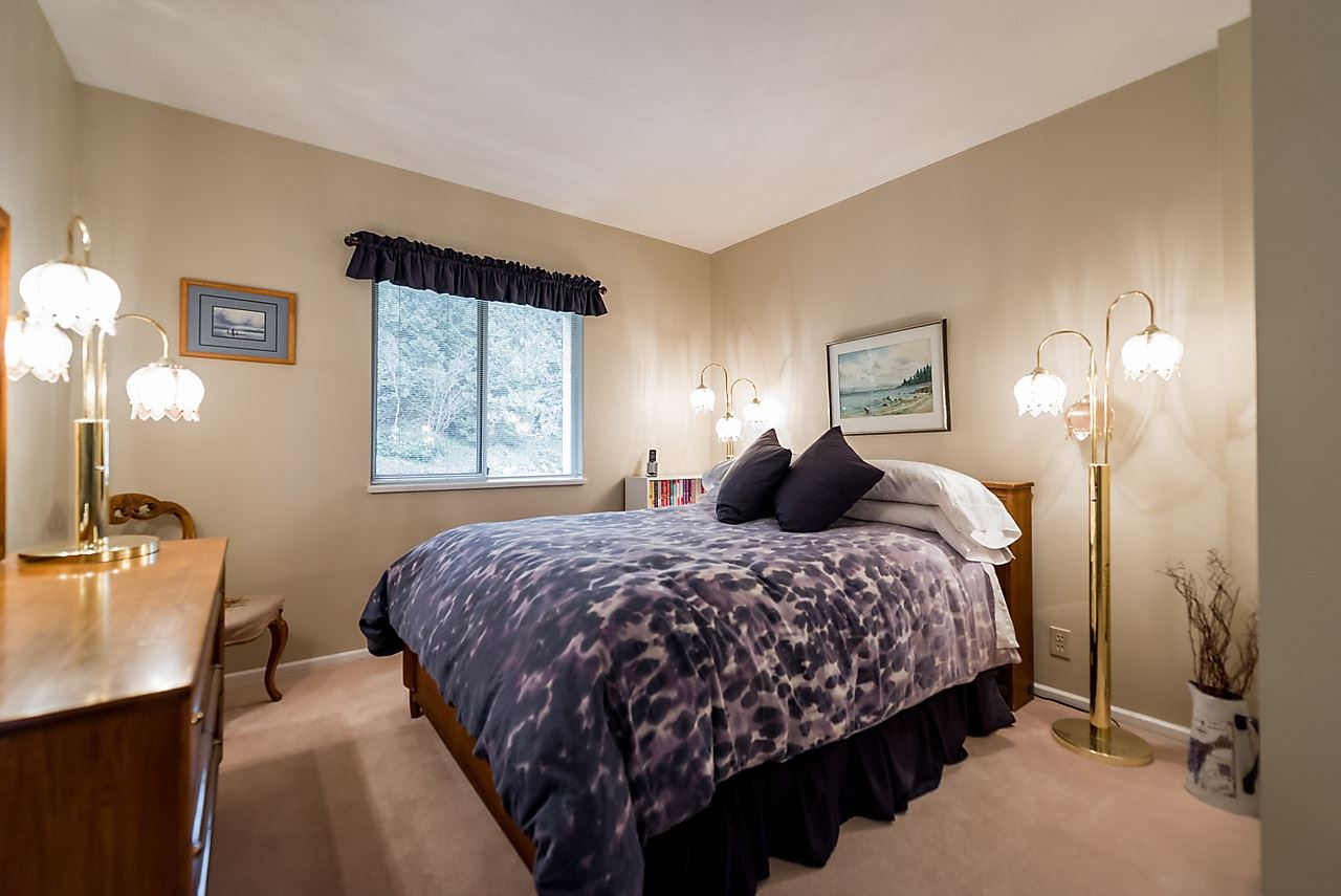 "Photo 14: 2375 FOLKESTONE Way in West Vancouver: Panorama Village Townhouse for sale in ""Westpointe"" : MLS(r) # R2147678"