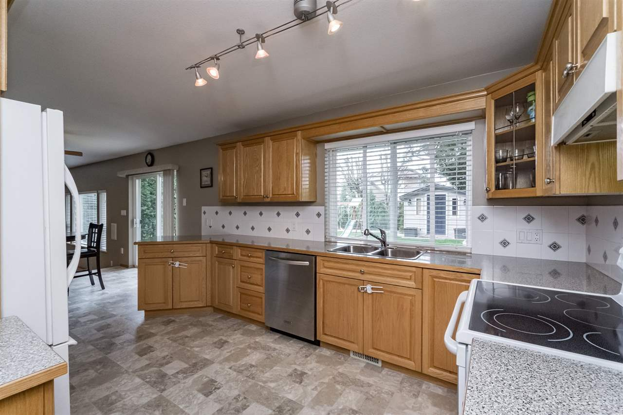 Photo 8: 6185 188 Street in Surrey: Cloverdale BC House for sale (Cloverdale)  : MLS(r) # R2156158