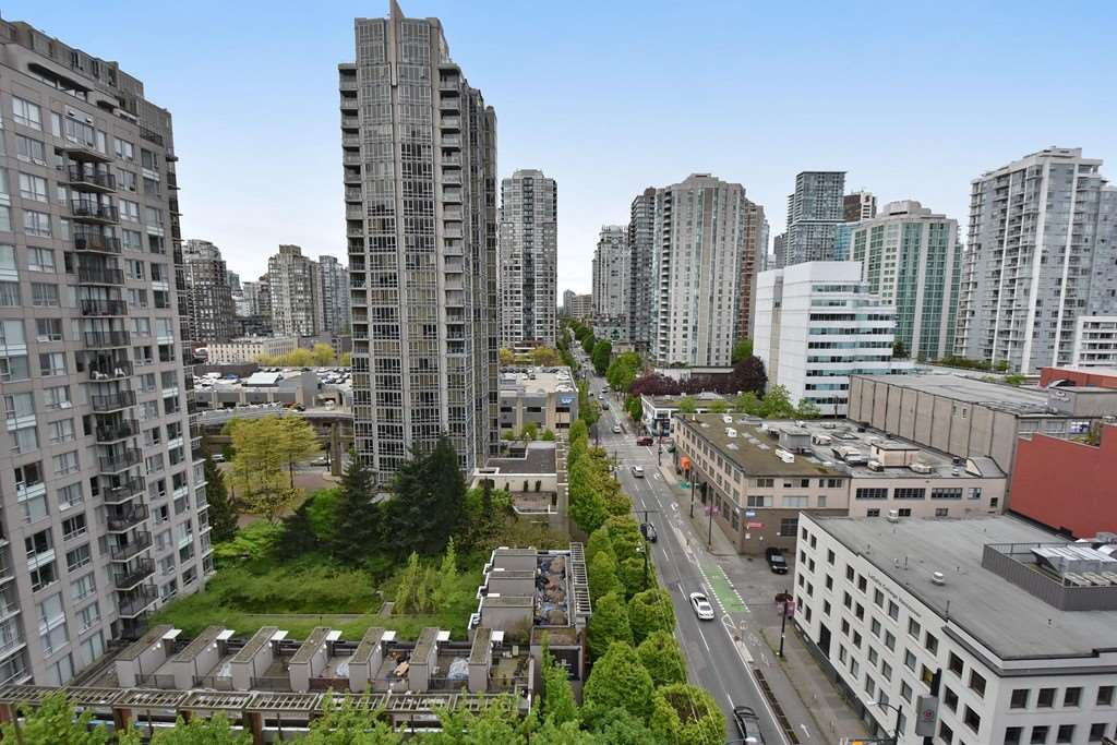 "Main Photo: 1708 928 BEATTY Street in Vancouver: Yaletown Condo for sale in ""MAX 1"" (Vancouver West)  : MLS®# R2165040"