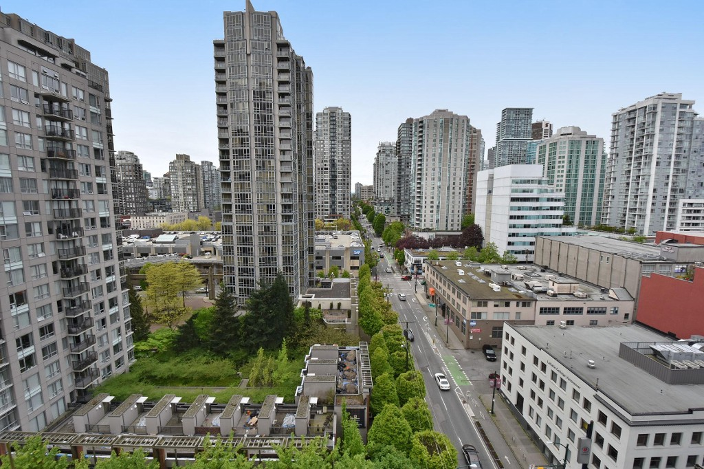 "Main Photo: 1708 928 BEATTY Street in Vancouver: Yaletown Condo for sale in ""MAX 1"" (Vancouver West)  : MLS(r) # R2165040"