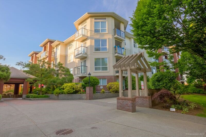 "Photo 2: 311 20259 MICHAUD Crescent in Langley: Langley City Condo for sale in ""CITY GRANDE"" : MLS(r) # R2172756"