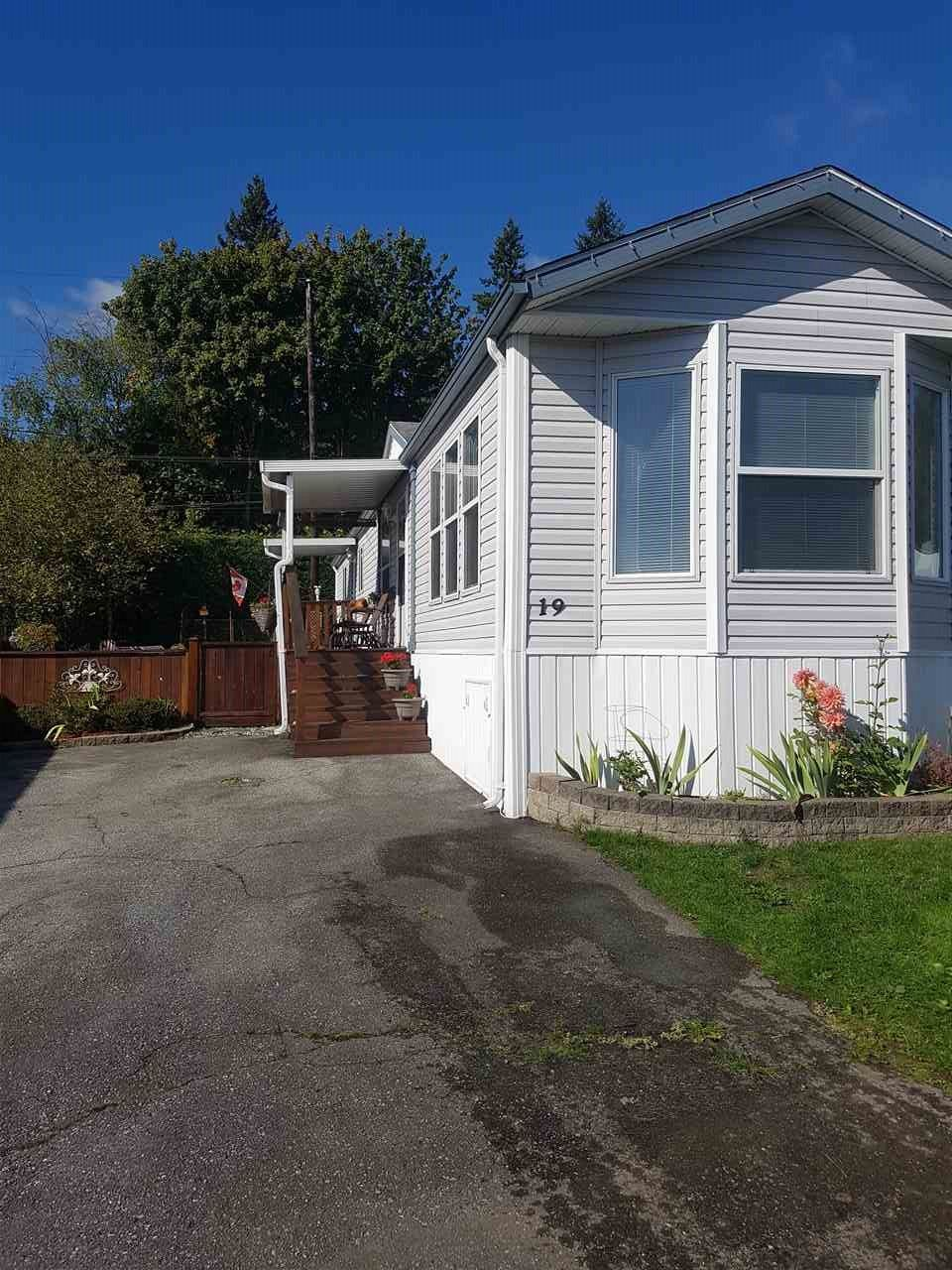 "Main Photo: 19 9960 WILSON Street in Mission: Stave Falls Manufactured Home for sale in ""Ruskin Place"" : MLS® # R2213959"