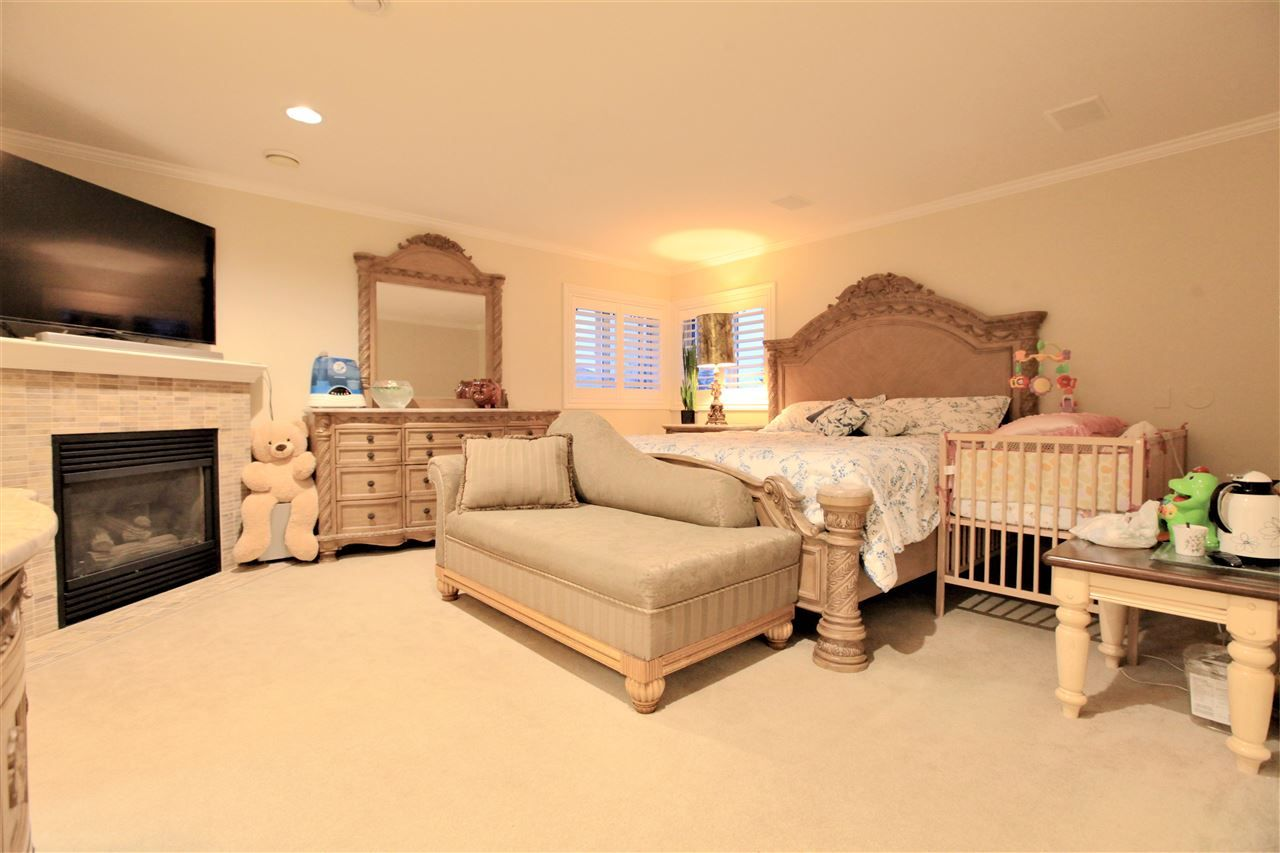 Photo 9: Photos: 10729 CHESTNUT Place in Surrey: Fraser Heights House for sale (North Surrey)  : MLS® # R2228413